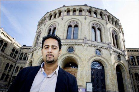 BROBYGGER: Venstres Abid Raja mener Rieber-Mohn mangler vilje til å bygge bro mellom innvandrere og nordmenn. Foto: Jon-Michael Josefsen / SCANPIX