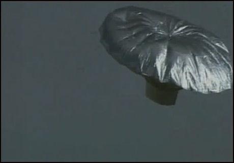 I LUFTA: Her er ballongen mens den svevde hundrevis av meter over bakken. Foto: Reuters