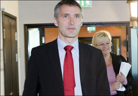 OVERLATER ALLE VURDERINGER: - Nå er det viktig at karanteneutvalget får gjort jobben sin, sier statsminister Jens Stoltenberg. Foto: Scanpix
