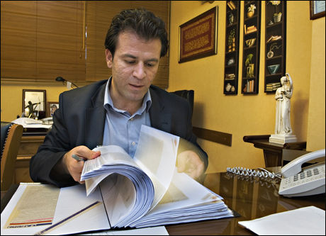 ADVOKAT FOR DØDSDØMTE: dvokat Mohammad Mostafaei forsvarer ca 30 av de 150 unge under 18 år som er dømt til døden i Iran. Foto: Helge Mikalsen