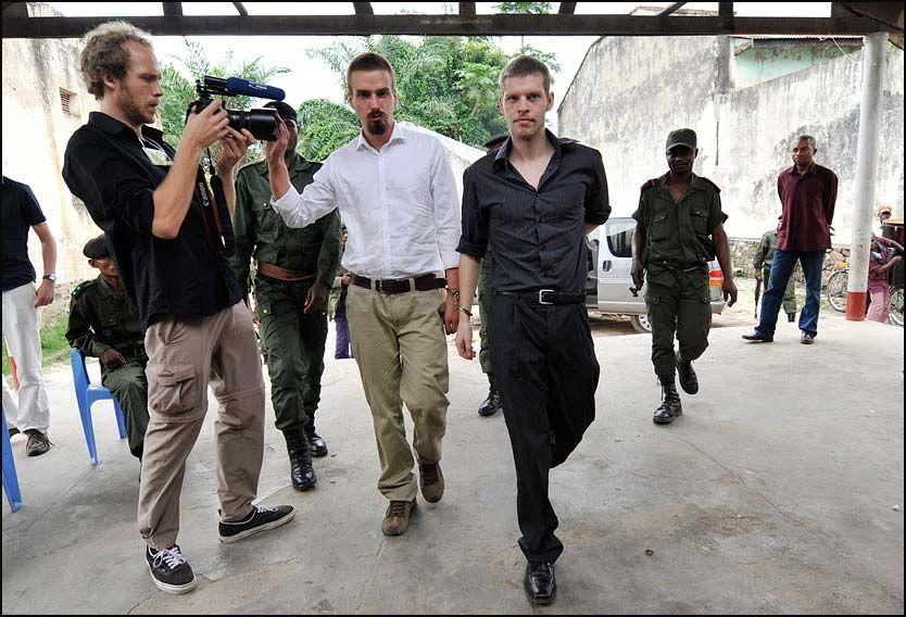 - PSYKISK SYK: Tjostolv Moland var tydelig ute av balanse da han ankom retten sammen med Joshua French. Foto: Kristian Helgesen