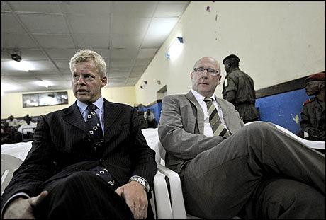 I RETTEN: Forsvarer Morten Furuholmen og UDs representant Fred Rasmussen. Foto: Kristian Helgesen