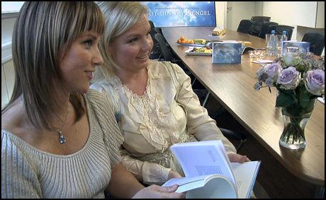 - FOR DE INTERESSERTE: Prinsesse Märtha og Elisabeth Samnøy mener at de som ikke er interessert i innholdet, ikke trenger å lese boka. - Det er viktig å ha respekt for ulike meninger, sier de to venninnene. Foto: Roar Dalmo Moltubak