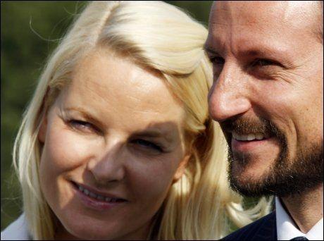 FIKK VAKSINE: Konprins Haakon og kronprinsesse Mette-Marit har fått svineinfluensavaksinen. Foto: Scanpix