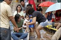 Minst 14 døde etter uvær på Filippinene