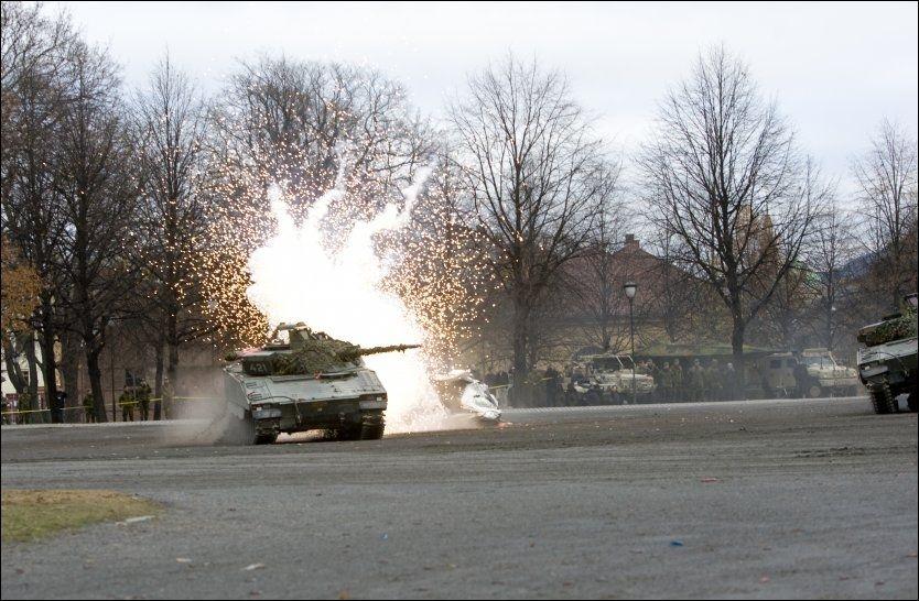 OPPVISNING: Norske spesialstyrker viste seg i dag fram for Natos generalsekretær Anders Fogh Rasmussen på Akershus festning. Foto: Berit Roald / Scanpix