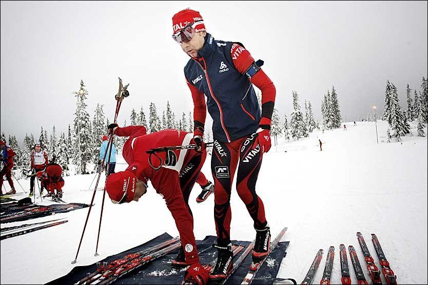 HJEMME I NORGE: Ole Einar Bjørndalen tilbringer mye tid i Nord-Italia og Østerrike, men denne hengen lader han opp til sesongstarten på Natrudstilen ved Lillehammer. Foto: Geir Olsen