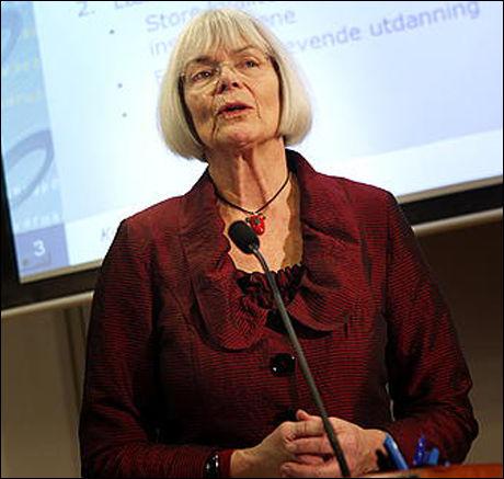 BRYTER: Forskningsminister Tora Aasland gjør det klart at universitetet i Trondheim bryter lovfestede prinsipper dersom boikotten vedtas. Foto: Scanpix