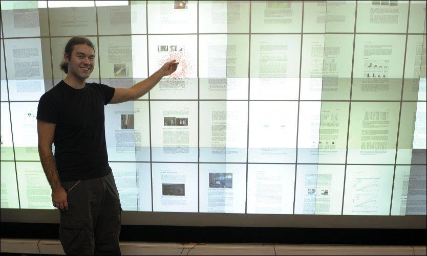 SE SÅ STOR: Daniel Stødles gigantskjerm, som kan skaleres opp i uendelig størrelse og interagere med mobiltelefoner og bærbare datamaskiner, har allerede vekket interesse fra kommersielle aktører. Foto: Terje Mortensen