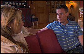 DISKUTERTE: Heidi og Kristian i ærlig samtale før også Heidi reiste fra gården. Foto: TV 2