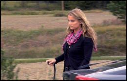 BLIR ELLER DRAR? Anita tilbake på gården etter kjøreturen, hvor hun har tenkt over valget sitt. Foto: TV 2