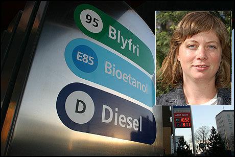 DYRERE: - Avgiften på biodiesel vil øke prisen på vanlig diesel. Mange transportfirmaer bruker 30 prosent innblanding, og Posten bruker blant annet 100 biodiesel på lastebilene sine, sier transportpotlitisk rådgiver i Zero, Gøril Andreassen. Hun frykter også for utvikling av andree genrasjon biodiesel, basert på trevirke. Foto: Zero