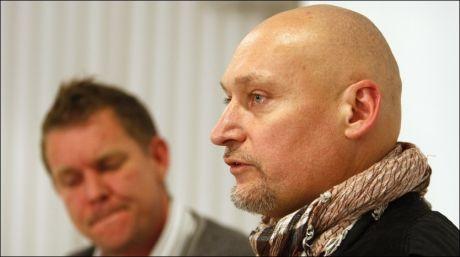 PRESSEKONFERANSEN: Pål Refsdal (t.h.) ankom sammen med daglig leder, Kjetil Johnsen, i Novemberfilm. Foto: Scanpix