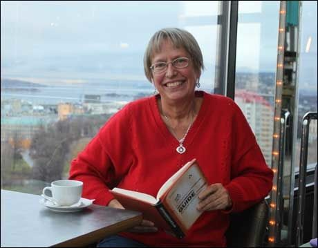 PÅ NORSK: Den svenske legen Annika Dahlqvist har skrevet en kontroversiell bok om kosthold. Nå er den kommet på norsk. Foto: BODIL FAGERHEIM