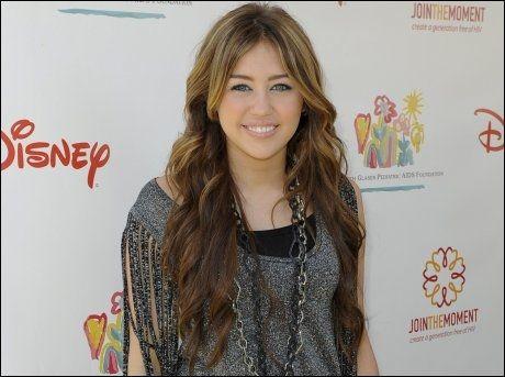 TENÅRINGSIDOL: Miley Cyrus (16). Foto: AP