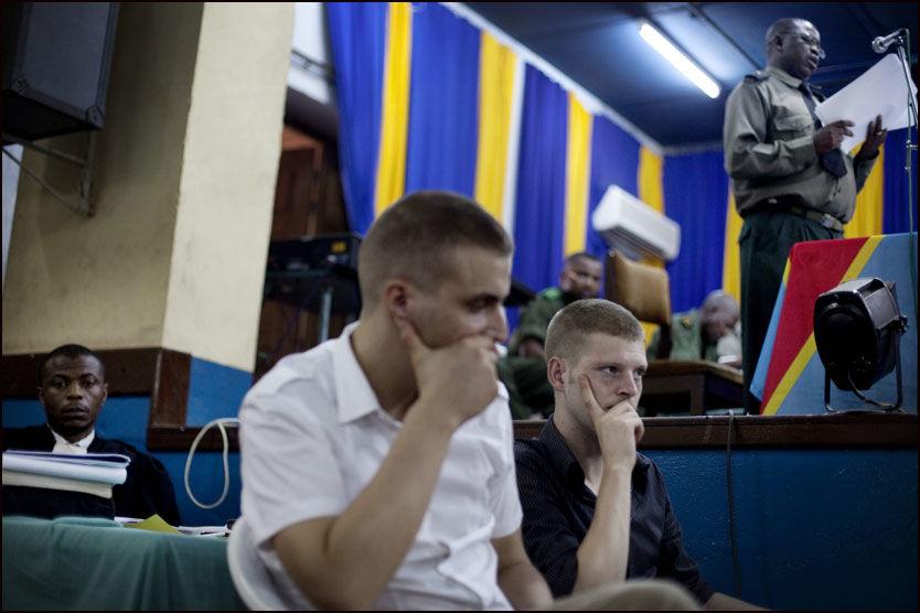 VENTER PÅ DOMMEN: Ankesaken mot (f.v.) Tjostolv Moland og Joshua French fortsetter i Kisangani lørdag med forsvarernes prosedyrer. Foto: Andrea Gjestvang/VG