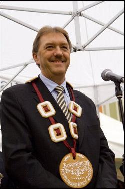 I SJOKK: Gunnar Bakke er både ordfører i bergen kommune og borgermester i pepperkakebyen. Nå er byen hans rassert, og Bakke fortviler. Foto: Pepperkakebyen