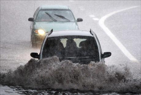 VÅTT: Det kan bli svært vått på Østlandet fremover. Foto: Henrik Hansson