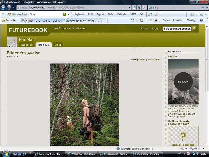 BARE RUMPER: Bildr av nakne soldater finnes på Futurebook. Foto: Skjermdump