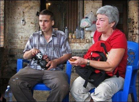 BESØK: Mathilde Moland besøkte sønnen Tjostolv i fengselet i Kisangani i november. Foto: Helge Mikalsen