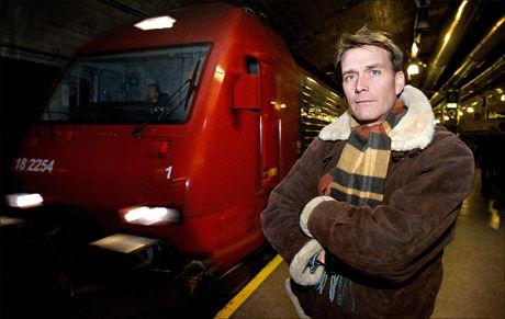 TRANGE KÅR: Pendlerne har fått dårlig behandling i en årrekke, mener Kårstein Eidem Løvaas som ikke ser fram til enda trangere sitteplasser. Foto: Jan Petter Lynau/VG