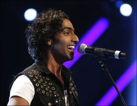 FØRSTEMANN: Chand Torsvik var første deltaker ut på scenen under X Factor i kveld. Foto: Scanpix
