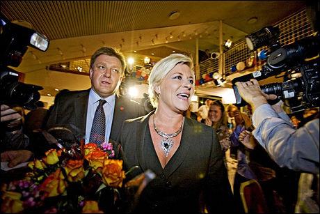 SKIFTER STILLING: Geir A. Moe i Fremskrittspartiet slutter som generalsekretær. Her sammen med partileder Siv Jensen fra partiets valgvake etter stortingsvalget i år. r Foto: Simen Grytøyr