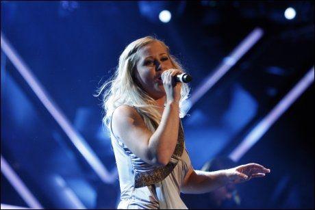 RØK UT: Mari Lorentzen begynte å gråte da hun skulle takke Jan Fredrik Karlsen for samarbeidet. Foto: Scanpix