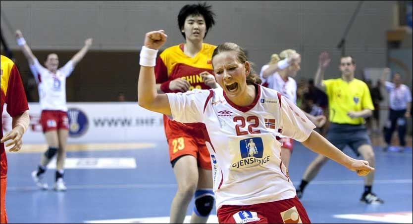 VANT ENKELT: Siri Seglem og de andre norske håndballjentene vant enkelt mot Kina. Foto: