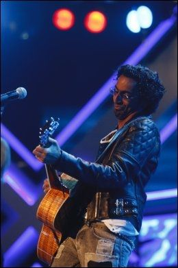 HELNORSK MENY: Chand Torsvik (25) skal synge utelukkende norske låter i X Factor-finalen. Foto: Scanpix