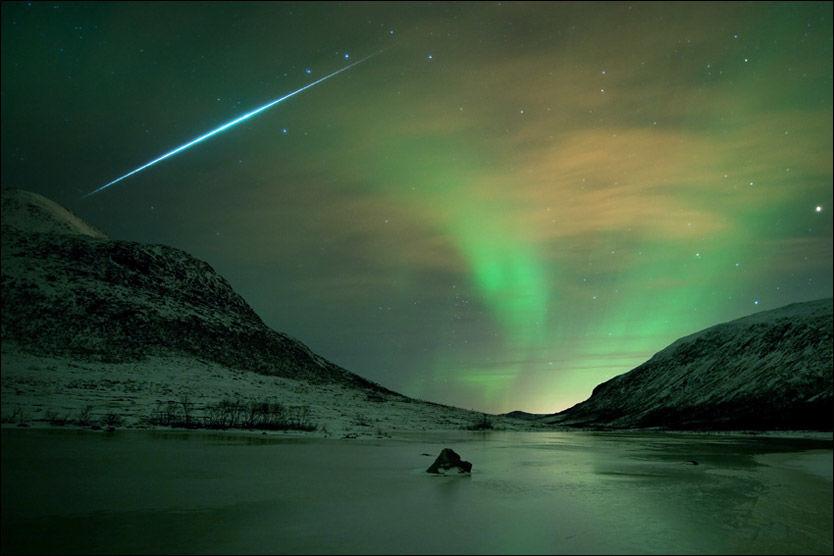 VAKKERT: Slik så himmelen ut over Kvaløya utenfor Tromsø natt til mandag. Foto: Bjørnar G. Hansen