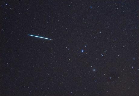 LYS: Slik så det ut over New York i natt. Foto: AFP