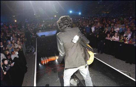 GOD STEMNING: Chand var ikke publikums favoritt på Telenor Arena, men stemningen gikk likevel i taket da han vant. Foto: Scanpix