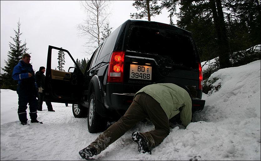KOMMER AN PÅ VÆRET: Antall utforkjøringer i julehøytiden er avhengig av været. - Prøvemonter kjettingene før du reiser, råder NAF. Foto: Hanne Hattrem