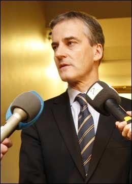 VIL HA STØRE-HJELP: Utenriksminister Jonas Gahr Støre oppfordres til å engasere seg for norske Nora. Foto: Scanpix
