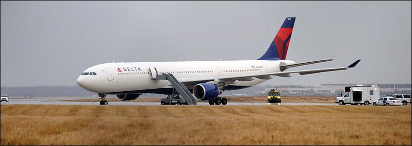 TERRORFLYET: Terrorforsøket på dette Northwest Airlines-flyet fra Amsterdam til Detroit Metropolitan Airport i USA fører til strengere flysikkerhet. Foto: AP