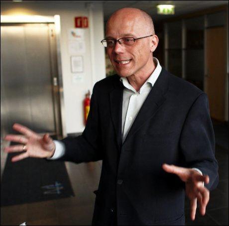 OM IGJEN: Overlege Bjørn Iversen ved Folkehelseinstituttet mener risikogruppene trenger ny vaksine mot svineinfluensa allerede neste år. Foto: TORE KRISTIANSEN