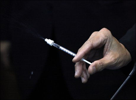 NESEVAKSINE: Denne nye typen vaksine kan sprøytes inn gjennom nesten for å bekjempe svineinfluensapandemien. Foto: Reuters
