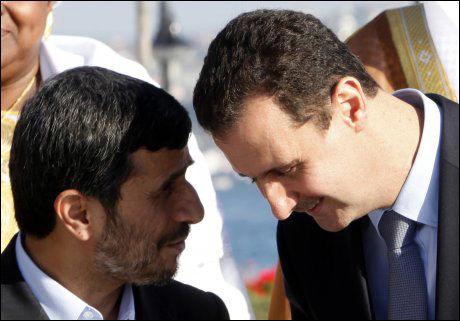SLÅR HODENE SAMMEN: Mahmoud Ahmadinejad og Bashar al-Assad er nære allierte. Nå vil de løse verdensproblemene sammen. Foto: Reuters