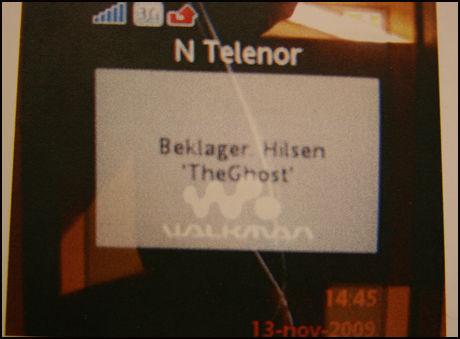 SKREV BEKLAGELSE: Dette er politiets bilde av mobiltelefonen som den tiltalte 18-åringen plasserte på magen av det nakne liket. Beklagelsen ble skrevet inn på drapsofferet Oda Moes mobil. Foto: Politiet