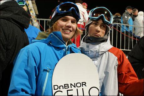 TIL TOPPS: Ståle Sandbech (t. h.), her sammen med Tore Holvik. Foto: Norges Snowboardforbund