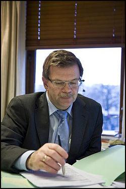 FORSVARER: Forsvarsadvokat Torfinn Svanem mener det må få betydning for straffen at tiltalte har Aspergers syndrom.