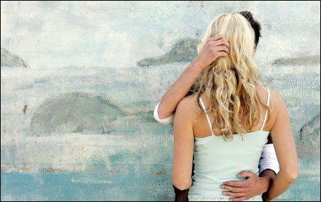 KJÆRESTER: Ifølge ny forsknig øker vekten mer til kvinner som har partner enn de som er single. Foto: ILLUSTRASJONSFOTO: Scanpix