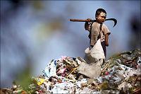 Burma-flyktninger lever på søppeldynge i Thailand