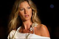 Supermodell gir over 8 millioner kroner til Haiti