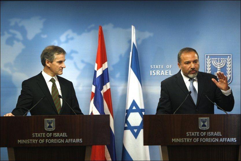 MØTTES SØNDAG: Israels utenriksminister Avigdor Lieberman (t.h.) tok imot sin norske kollega Jonas Gahr Støre (Ap) i Jerusalem søndag. Foto: Reuters / Scanpix