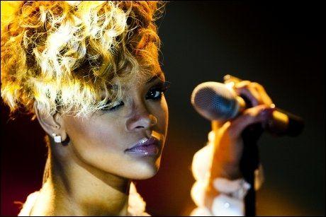 PÅ SCENEN HOS SKAVLAN: Rihanna på norgesbesøk hos Skavlan torsdag Foto: Scanpix