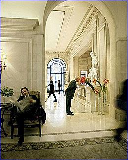VINNEREN: Dette er fra lobbyen på luksushotellet Four Seasons Hotel George V Paris. Foto: Four Seasons