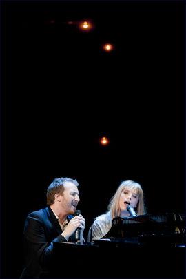 SANG: Ingrid Olava og Thom Hell. Foto: Scanpix