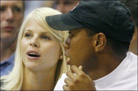 FINNER SAMMEN IGJEN? Elin Nordegren skal ha et håp om å redde ekteskapet med Tiger Woods. Foto: Reuters